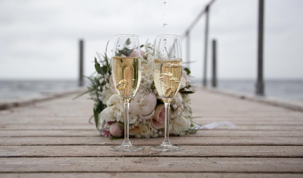 Vielsesringe på bro i glas korsør